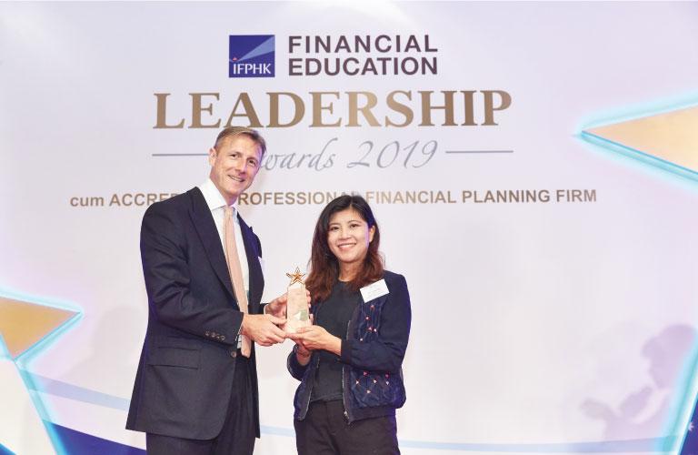 理財教育中心在「香港財務策劃師學會理財教育領袖大獎2019」中獲頒「企業理財教育領袖 - 金獎」